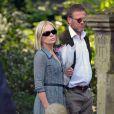 Mariella Frostrup et son mari Jason McCue aux obsèques de Peaches Geldof, décédée à l'âge de 25 ans, en l'église de St Mary Magdalene and St Lawrence dans le village de Davington en Angleterre, le 21 avril 2014.