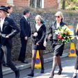 """Debbie Lang, sa fille Lola et Tiger Lily (soeur de Peaches) aux obsèques de Peaches Geldof, décédée à l'âge de 25 ans, en l'église de """"St Mary Magdalene and St Lawrence"""" dans le village de Davington en Angleterre, le 21 avril 2014."""