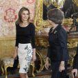 Felipe et Letizia d'Espagne se joignaient au roi Juan Carlos Ier et à la reine Sofia le 22 avril 2014 au palais royal pour un déjeuner en l'honneur d'Elena Poniatowska, lauréate du prix Cervantes 2013.
