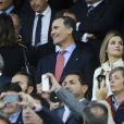 Le prince Felipe et la princesse Letizia d'Espagne assistaient le 23 avril 2014 à la demi-finale aller de Ligue des Champions entre l'Atletico Madrid et Chelsea, au stade Vicente Calderon à Madrid, le 22 avril 2014.