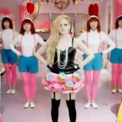 Avril Lavigne, bonbons et muffins : La rockstar ultra-girly dans ''Hello Kitty''