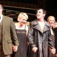 Alan Cumming et Michelle Williams ovationnés lors de la première de Cabaret à Broadway, Studio 54, à New York, le 24 avril 2014.