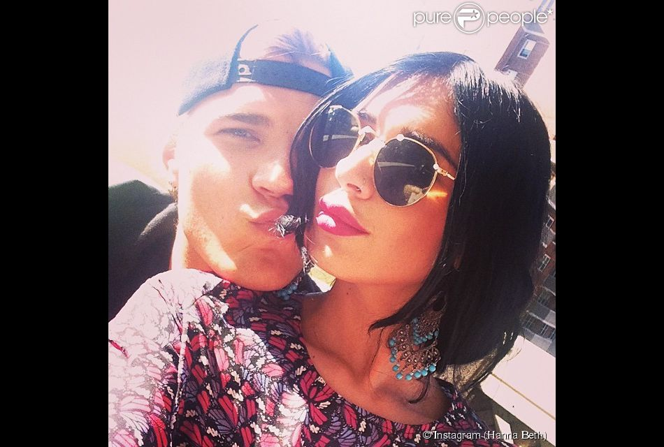 Hanna Beth et Chris Zylka ensemble. Les deux tourtereaux se sont fiancés, a annoncé le top model.
