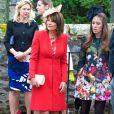 Carole Middleton était superbe en rouge et beige au mariage de Rowena Macrae, très bonne amie de sa fille Pippa, et Julian Osborne à Pertshire, en Ecosse, le 26 avril 2014.