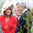 Carole Middleton et son mari Michael au mariage de Rowena Macrae, très bonne amie de leur fille Pippa, et Julian Osborne à Pertshire, en Ecosse, le 26 avril 2014.
