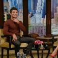 Zac Efron parle de ses addictions sur le plateau de Live Kelly & Michael, le 5 mai 2014.