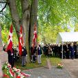 Les princesses héritières Mette-Marit de Norvège et Mary de Danemark, ravies de se retrouver, se sont recueillies ensemble au cimetière maritime de Kristiansand (Norvège), le 9 mai 2014, pour les 150 ans de la bataille d'Héligoland, dernière bataille navale de la marine danoise.