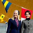 Les princesses héritières Mette-Marit de Norvège et Mary de Danemark, ravies de se retrouver, commémoraient ensemble à Kristiansand (Norvège), le 9 mai 2014, les 150 ans de la bataille d'Héligoland, dernière bataille navale de la marine danoise.
