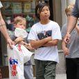 Pax Jolie-Pitt en balade à New York le 12 mai 2014, avec un passage dans la boutique Lee's Art Shop