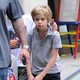 Les enfants de Brad Pitt et Angelina Jolie, Shiloh et Pax en balade à New York le 12 mai 2014, avec un passage dans la boutique Lee's Art Shop