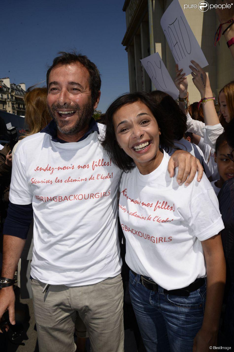 Bernard montiel et sa da jawad lors du nouveau rassemblement place du trocad ro - Bernard montiel et sa compagne ...