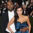 """Kim Kardashian et son fiancé Kanye West à la soirée du Met Ball-Costume Institute Gala 2014 : """"Charles James: Beyond Fashion"""" à New York, le 5 mai 2014."""
