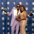Kanye West et sa regrettée maman, Donda West, lors des Grammy Awards à Los Angeles, le 8 février 2006.