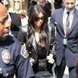 Kim Kardashian quitte l'aéroport de LAX avec sa fille North à destination de Paris, le 17 mai 2014.