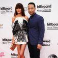 Chrissy Teigen et John Legend sur le tapis rouge des Billboard Music Awards à Las Vegas, le 18 mai 2014.