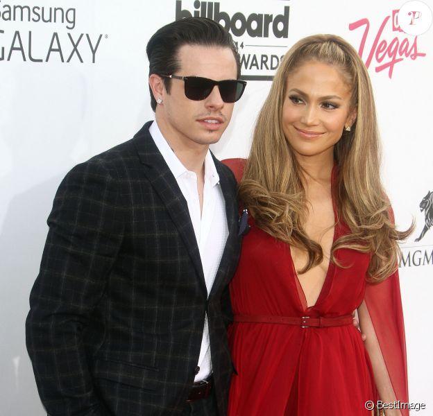 Jennifer Lopez et Casper Smart sur le tapis rouge des Billboard Music Awards à Las Vegas, le 18 mai 2014.