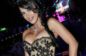Ayem Nour à Cannes : Poitrine remontée, string dévoilé... elle fait le buzz !