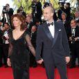"""Sophia Loren et son fils Edoardo Ponti - Montée des marches du film """"Pour une poignée de dollars"""" pour la cérémonie de clôture du 67e Festival du film de Cannes le 24 mai 2014"""