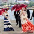 La reine Margrethe II de Danemark et la reine Sonja arrivent à l'Opéra de Copenhague le 23 mai 2014 pour un gala en l'honneur du bicentenaire de la constitution norvégienne.