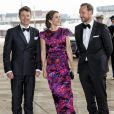 La famille royale de Danemark recevait la reine Sonja et le prince Haakon de Norvège à l'Opéra de Copenhague le 23 mai 2014 pour la soirée de gala en l'honneur du bicentenaire de la Constitution norvégienne.