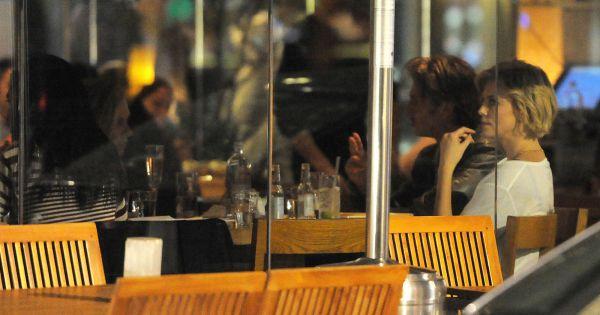 Charlize theron et son compagnon sean penn vont d ner au for Diner avec des amis
