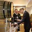 Le prince William, connu comme le comte de Strathearn en Ecosse, a été initié lors de sa visite de la distillerie The Famous Grouse, à Crieff, le 29 mai 2014, avec son épouse Catherine.