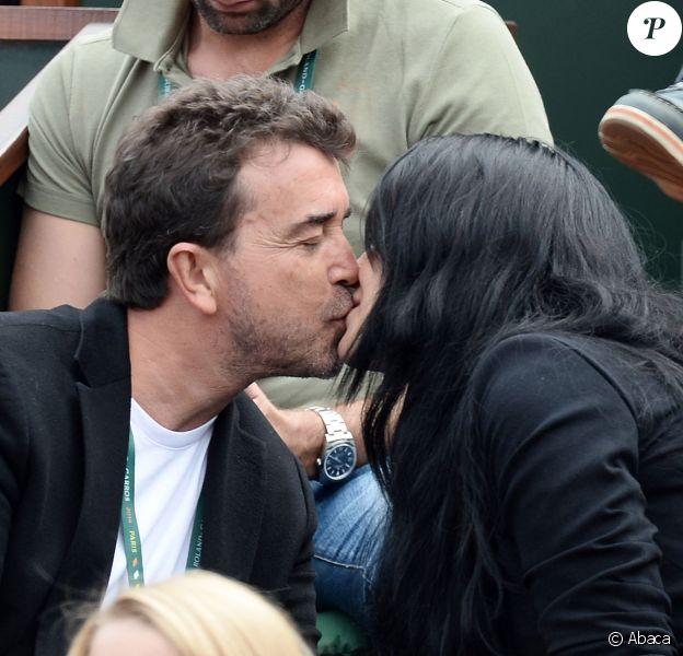 Arnaud Lagardère et son épouse Jade Foret lors des Internationaux de France à Roland-Garros à Paris, le 29 mai 2014