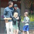Exclusif - Rupert Sanders emmène ses enfants Tennyson et Skyla déjeuner dehors à Malibu, le 26 avril 2014.