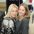 Sophie Favier avec sa fille, dans sa boutique de vêtements à Neuilly, le 10 novembre 2012.