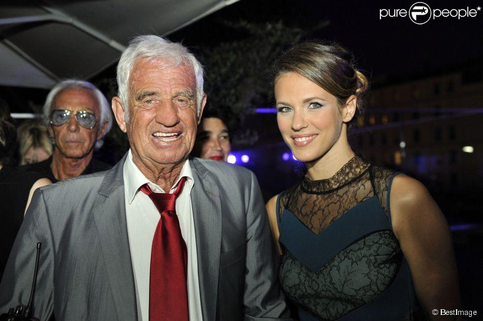"""Jean Paul Belmondo et Lorie participent à la soirée de Gala caritative au profit de l'association """"Des Cantines Scolaires pour les Enfants du Sahel"""" à Cannes au Five Seas Hotel, le 31 mai 2014."""