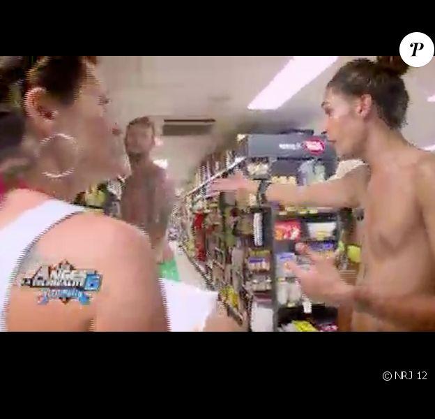 Bataille de shampoing au supermarché (Les Anges de la télé-réalité 6 - épisode du mercredi 4 juin 2014.)