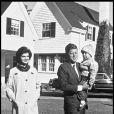 Jackie Kennedy et JFK avec leur fille Caroline (1959-1961).