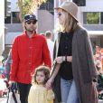 Jason Schwartzman et sa femme Brady Cunningham avec leur fille Marlowe à Studio City, Los Angeles, le 1er décembre 2013.
