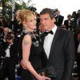 """Antonio Banderas et Melanie Griffith lors du Festival de Cannes 2011 : on voit son tatouage """"Antonio"""""""