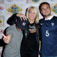 Jerome Niel, Caroline Receveur et Jonathan Demurger assistant à la projection du match France - Suisse sur le bateau Kia à Paris, le 20 juin 2014.