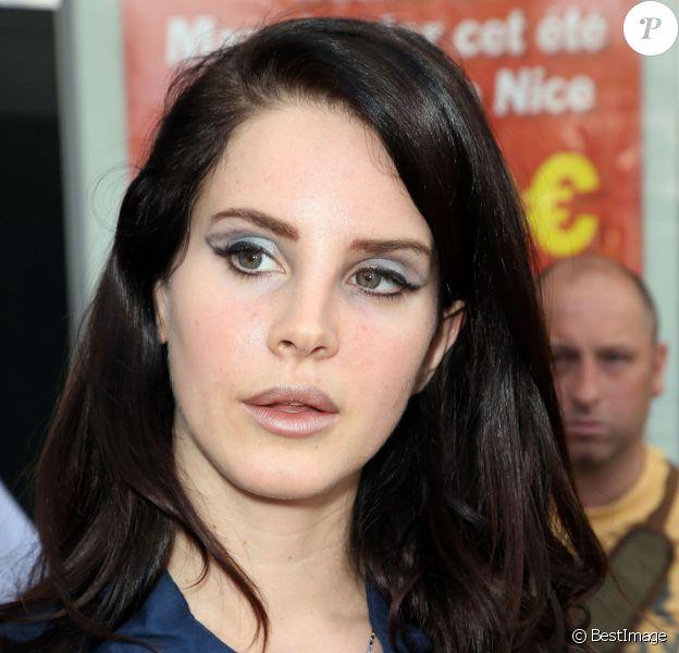 Lana Del Rey arrive à l'aéroport de Nice pour le 66e Festival de Cannes. Le 14 mai 2013.