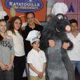 Emilie Dequenne, sa fille Milla Savarese, son fiancé Michel Ferracci et les fils de ce dernier assistent en avant-première à l'inauguration de la nouvelle attraction Ratatouille, à Disneyland Paris, à Marne-la-Vallée, le 21 juin 2014.