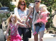 Tori Spelling (presque) souriante : Fini la tourmente pour la maman estivale ?