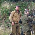 """Brad Pitt sur le tournage de """"Fury"""" au Royaume Uni le 4 octobre 2013."""