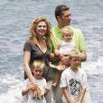 Cristina d'Espagne et Iñaki Urdangarin avec leurs enfants à Lanzarote, le 21 juillet 2006.