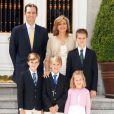 Cristina d'Espagne et Iñaki Urdangarin avec leurs enfants à Madrid, le 19 décembre 2011.