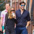 Olivia Palermo et son fiancé Johannes Huebl se baladent dans les rues de New York, le 13 avril 2014.
