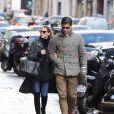 Olivia Palermo et son mari Johannes Huebl se promènent dans les rues de Paris. Le 3 mars 2014.