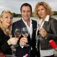 Nathalie Dessay, Bernard Montiel, Corinne Touzet prennent la pose pour les vins Bordeaux Rosés durant La Fête Du Vin 2014 à Bordeaux, le 28 juin 2014.