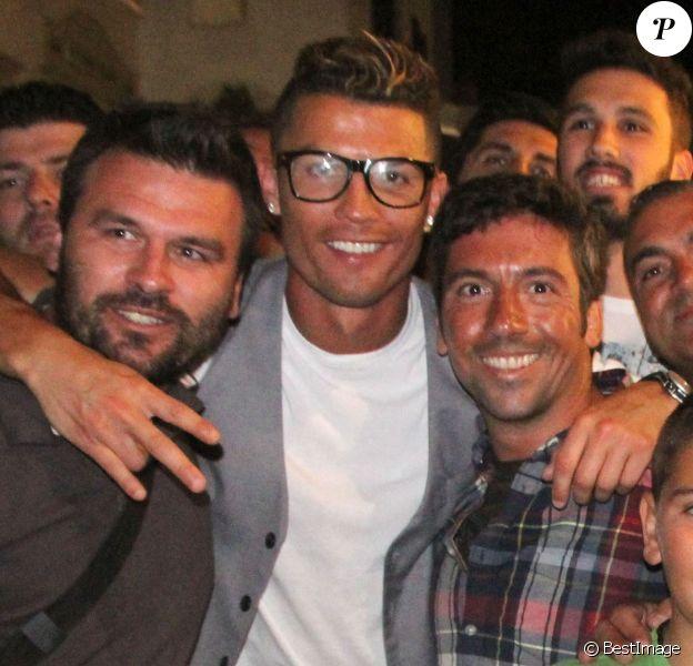 Cristiano Ronaldo en vacances avec des amis à Mykonos, le 3 juillet 2014.