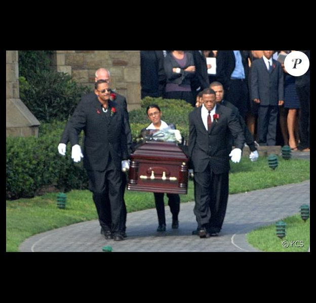 dr Dr a l'enterrement de son fils avec sa famille