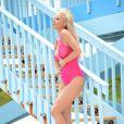 Exclusif - Ana Braga, ultrasexy en maillot de bain rose transparent, enchaîne les poses lors d'un shooting sur une plage de Miami. Le 8 juillet 2014.