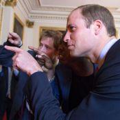 Princes William et Harry : Après les jeux d'eau, selfie historique à Buckingham