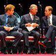 Le prince Charles avec ses fils Harry et William le 8 juillet 2014 au Royal Albert Hall à Londres pour le dîner de gala des Responsible Business Awards 2014