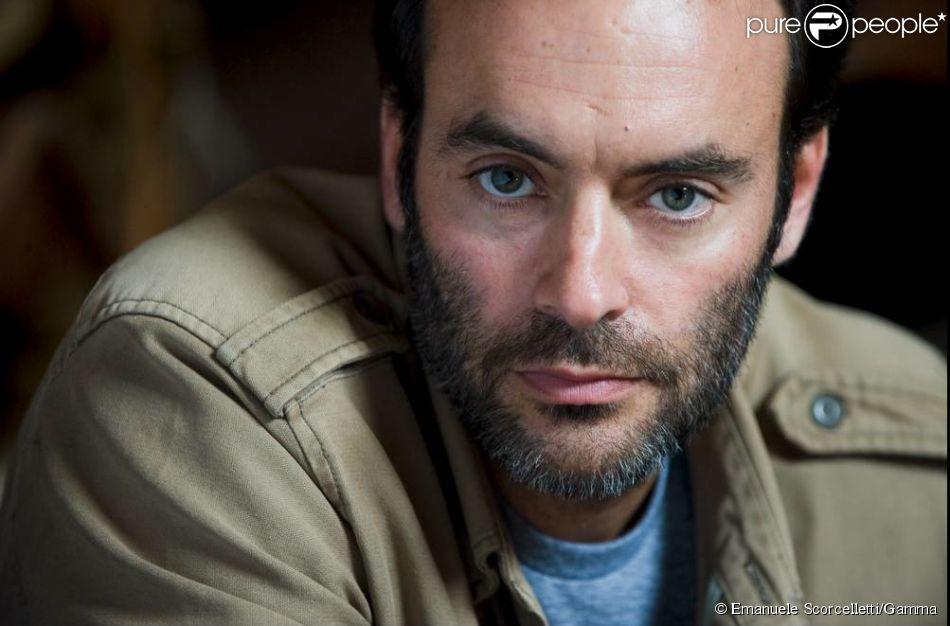 """Anthony Delon dans la peau du chirurgien Roman Lucas pour """"Interventions"""", nouvelle série événement de TF1 (2014)."""